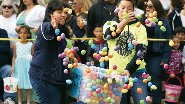 Volunteers expect to toss more than 35,000 plastic candy-filled eggs on Saturday, March 31st for the annual Community Easter Egg Hunt at Luna County Courthouse Park. The event is expected to draw over 5000 people for a fun morning of prizes, food, music and games.