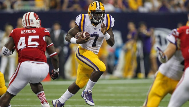 LSU running back Leonard Fournette carries the ball against Wisconsin during the team's matchup in 2014.