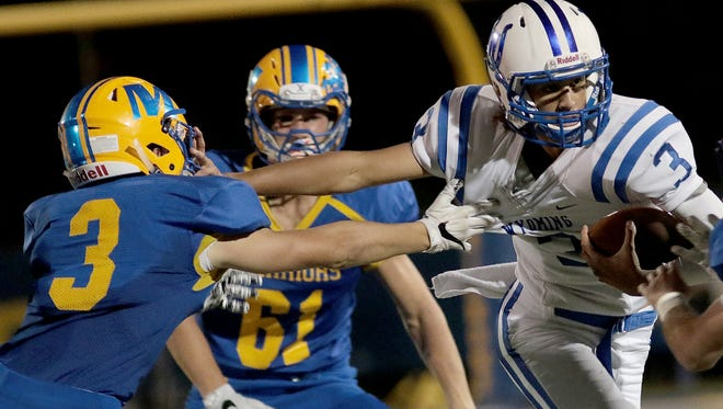 Wyoming's Evan Prater runs the ball during the Cowboys' game against Mariemont, Friday, Oct. 20, 2017.