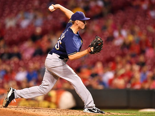 Brent Suter of the Milwaukee Brewers pitches in the