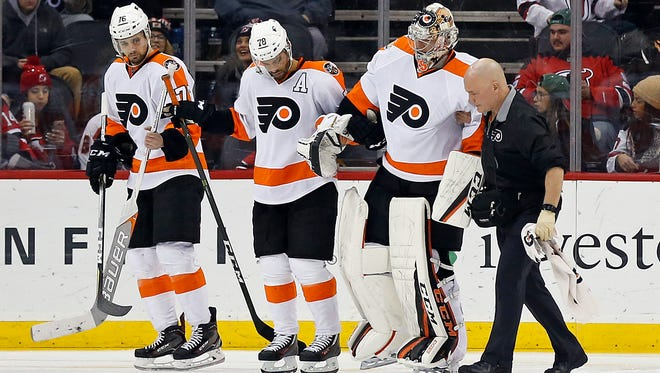 Steve Mason was hurt after allowing the fourth goal in the Flyers' 6-2 loss to the New Jersey Devils.