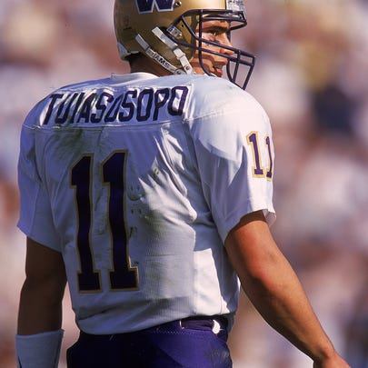 13 Nov 1999: Marques Tuiasosopo #11 of the Washington