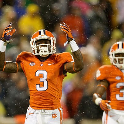 Artavis Scott #3 of the Clemson Tigers reacts as teammate