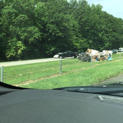 A travel trailer caused a wreck onto I-75 S, one mile
