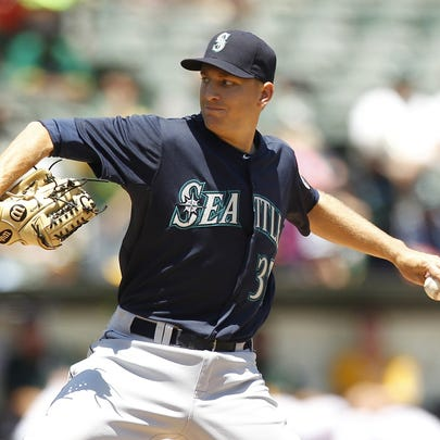 Seattle Mariners pitcher Mike Montgomery (37) prepares