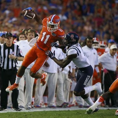 Florida Gators wide receiver Demarcus Robinson tries