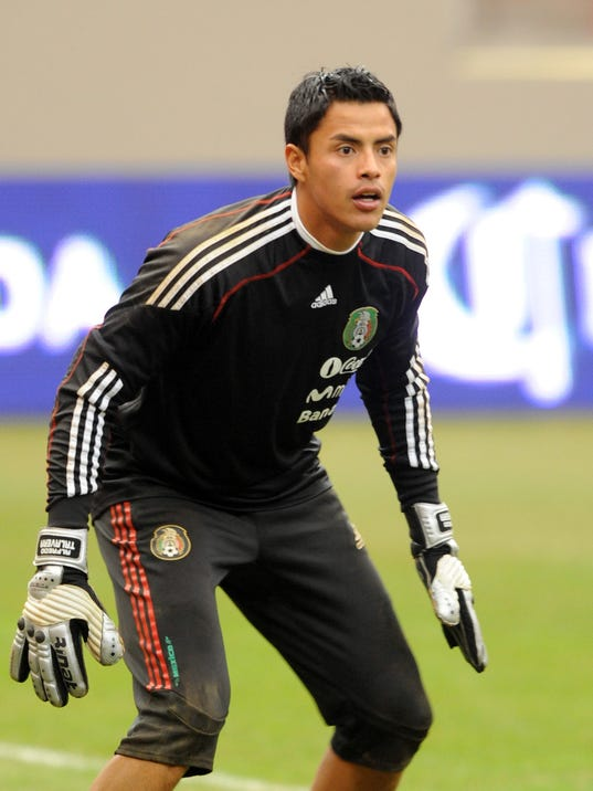 Mexico goalkeeper Alfredo Talavera waits