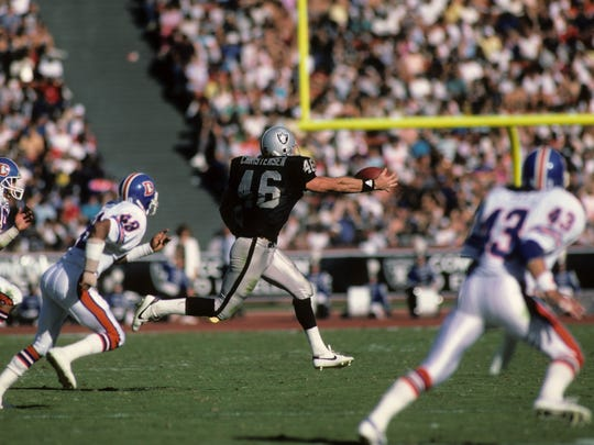 LOS ANGELES, CA - NOVEMBER 2:  Todd Christensen #46 of the Los Angeles Raiders attempts to make a one handed catch against the Denver Broncos during the game at the Los Angeles Memorial Coliseum on November 2, 1986 in Los Angeles, California.  The Broncos won 21-10. (Photo by George Rose/Getty Images)