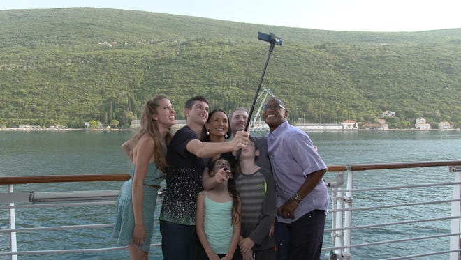 """Tommy Davidson and Andrea Feczko host """"Vacation Creation"""" on The CW, a show that gives cruise vacations to families facing hardship."""