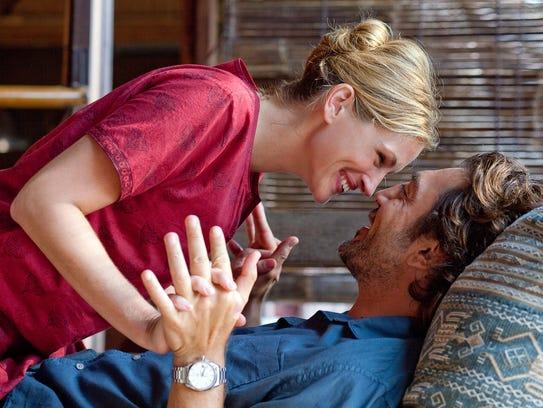 Javier Bardem as 'Felipe' and Julia Roberts as 'Elizabeth