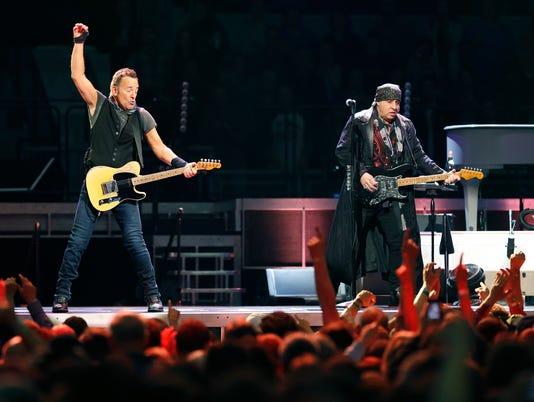 635922104130981782-CO-Springsteen-022716-F-Metro.jpg