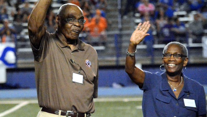 Matt Hollinshead — Current-Argus Former Carlsbad Cavemen and Cleveland Brown John Wooten is honored at halftime Friday.