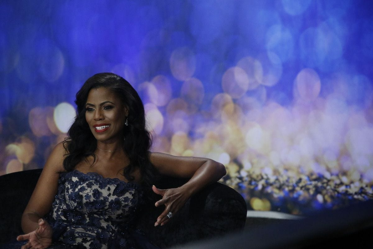 omarosa departs 39 celebrity big brother 39 which crowns a winner. Black Bedroom Furniture Sets. Home Design Ideas
