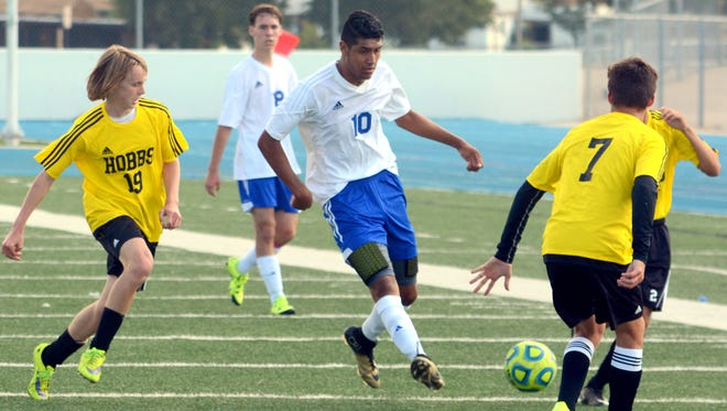 Carlsbad's Marco Aguilar passes the ball down the left side on Oct. 10, 2015 against Hobbs. Both the Cavemen and the Cavegirls open district play on Tuesday.