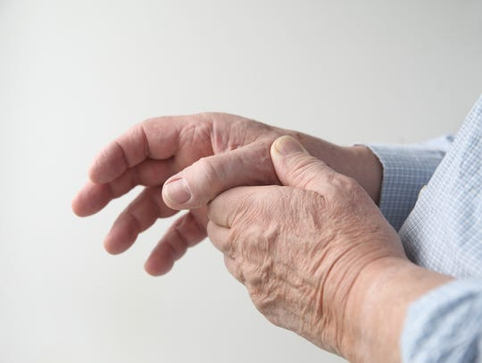 Symptoms and tips on treating thumb pain.