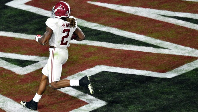 Alabama running back Derrick Henry (2) scores a touchdown during the first quarter against Clemson in the 2016 CFP National Championship at University of Phoenix Stadium on Jan. 11, 2016.