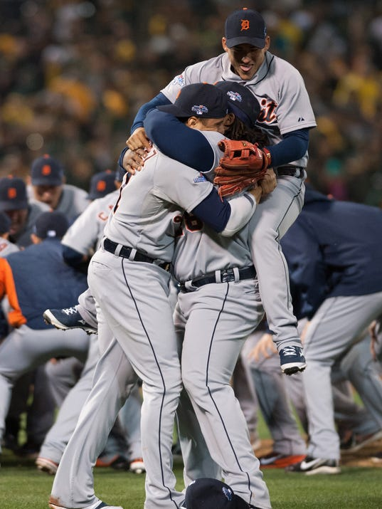 2013-10-10-tigers-as-alds