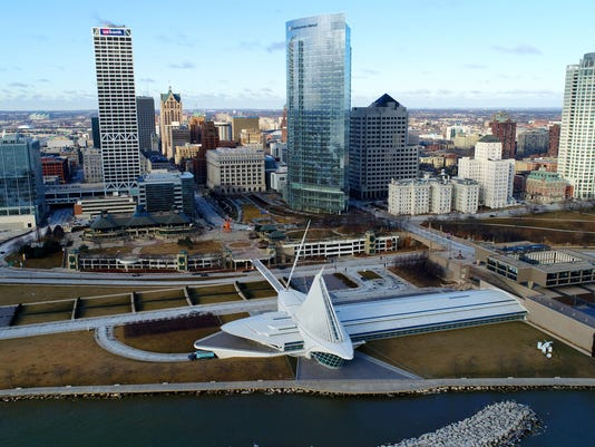 636515723358962855-Milwaukee-downtown-drone---desisti-5113.JPG