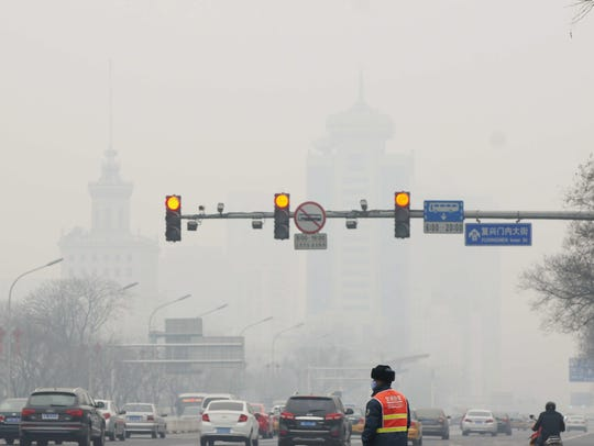 Smog chokes China as public, experts demand change
