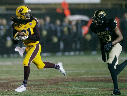 Central Michigan's Corey Willis outruns Western Michigan