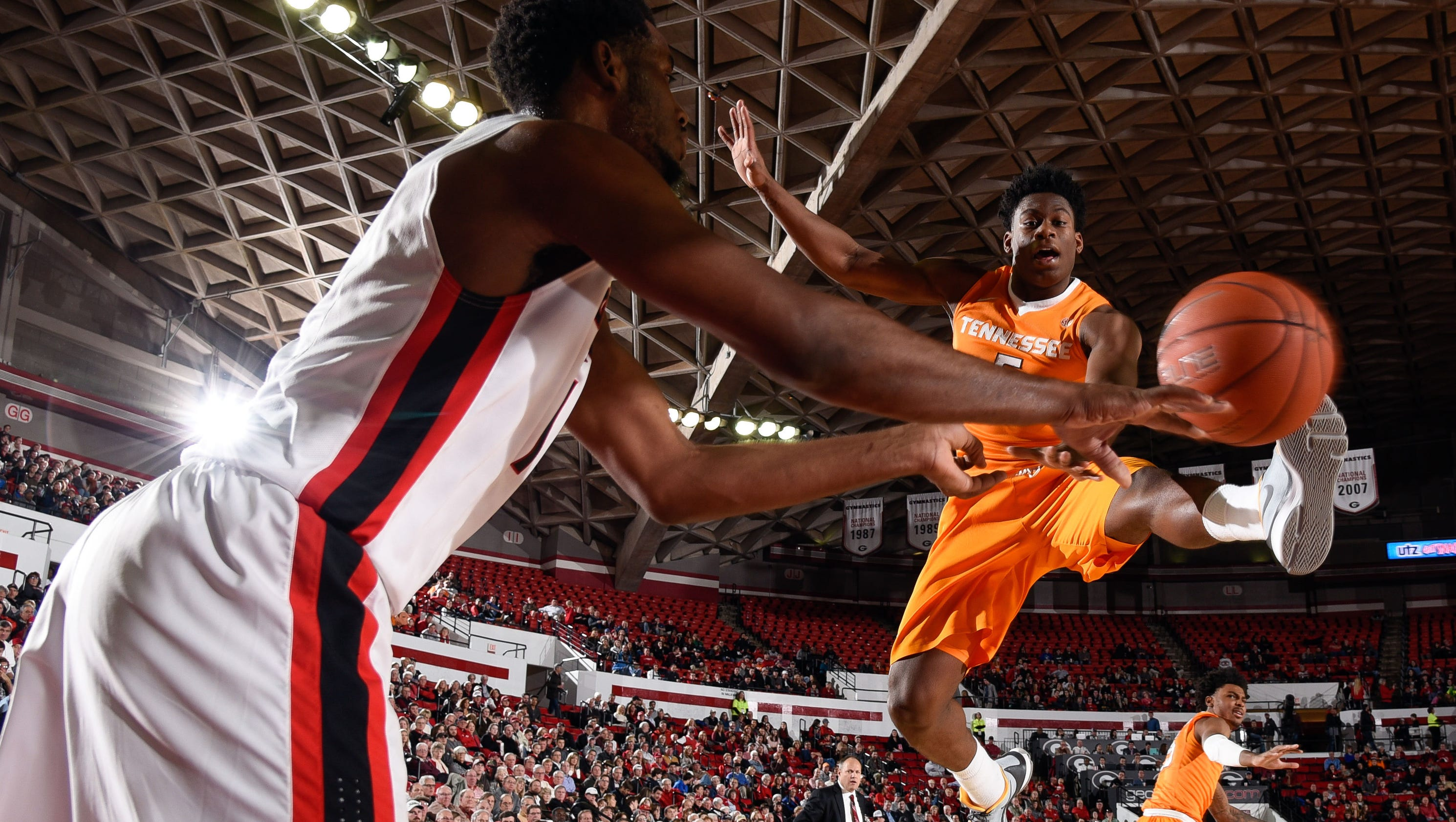 Vols can't stop Georgia's Frazier, Gaines in second half