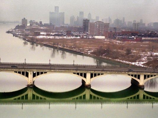 635598533562413739-River-121102-bridge-kk