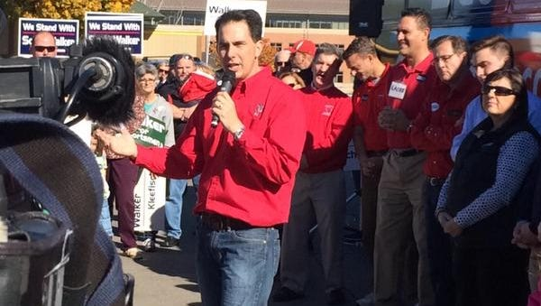 Gov. Scott Walker rallies supporters on Saturday, Oct. 25, 2014, during a campaign stop in Allouez.
