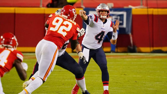 New England Patriots quarterback Jarrett Stidham (4) throws a pass against the Kansas City Chiefs during the fourth quarter of a NFL game at Arrowhead Stadium on Oct. 5, 2020.
