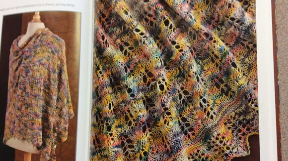 This shawl has a leaflike structure. It reminds me of a pile of autumn leaves.
