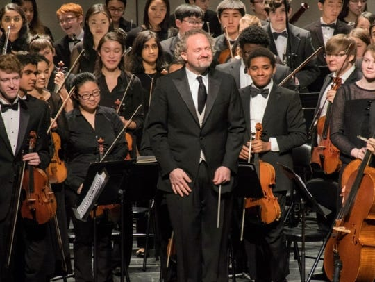Artistic Director and Conductor Jeffrey Grogan will
