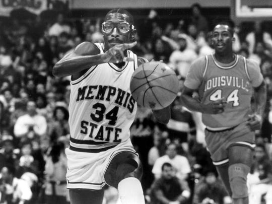 Elliot Perry during a game against Louisville on Feb. 4, 1989.