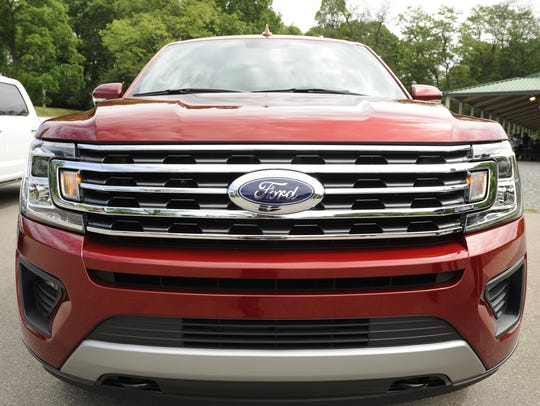 The front grille of the Ford Expedition XLT.