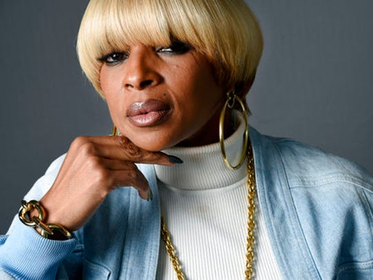 """In this April 25, 2017 photo, singer Mary J. Blige poses for a portrait at Capitol Records in Los Angeles to promote her new album, """"Strength of a Woman."""""""