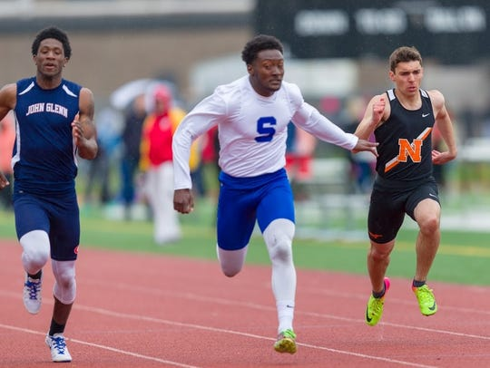 Salem's Andrew Davis (middle) wins the 100 dash, while