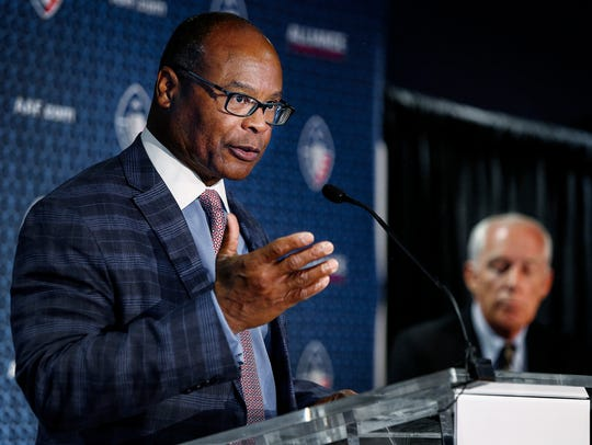 Mike Singletary is the head coach of the Memphis Express, a team in the new Alliance of American Football league, which begins play this weekend.