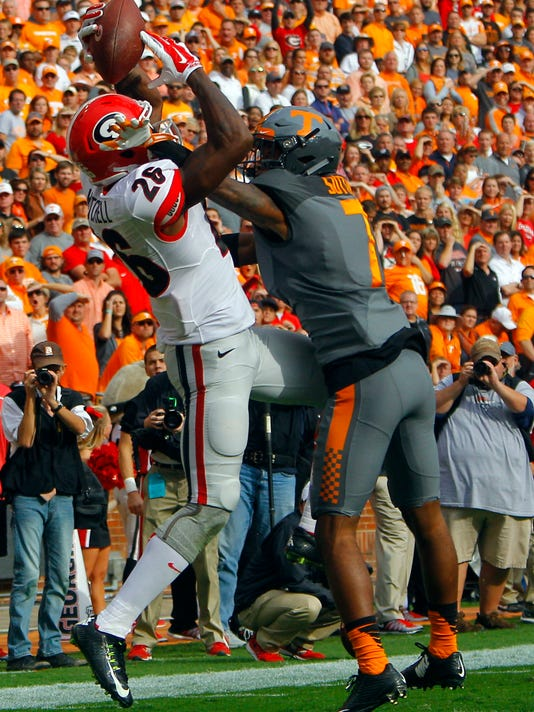 Georgia wide receiver Malcolm Mitchell (26) catches a pass for a touchdown as he's defended by Tennessee defensive back Cameron Sutton (7) during the first half of an NCAA college football game Saturday, Oct. 10, 2015, in Knoxville, Tenn. (AP Photo/Wade Payne)