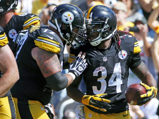 Steelers running back DeAngelo Williams (34) is greeted by center Cody Wallace after scoring a touchdown in the second quarter Sunday against the San Francisco 49ers.