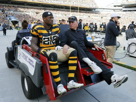 Pittsburgh Steelers running back Le'Veon Bell is carted off the field after being injured during the second quarter of Sunday's game against the Cincinnati Bengals in Pittsburgh.