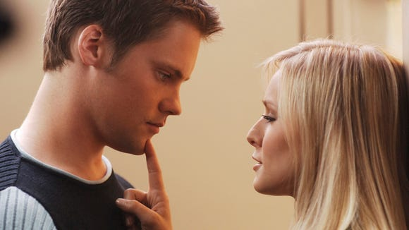 Veronica (Kristen Bell) with Duncan (Teddy Dunn) in