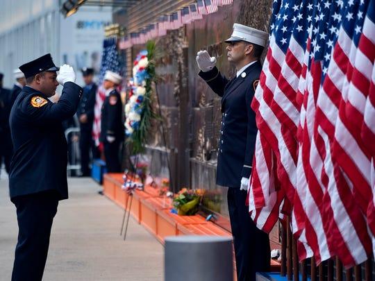 Bomberos de Nueva York rinden tributo a sus compañeros
