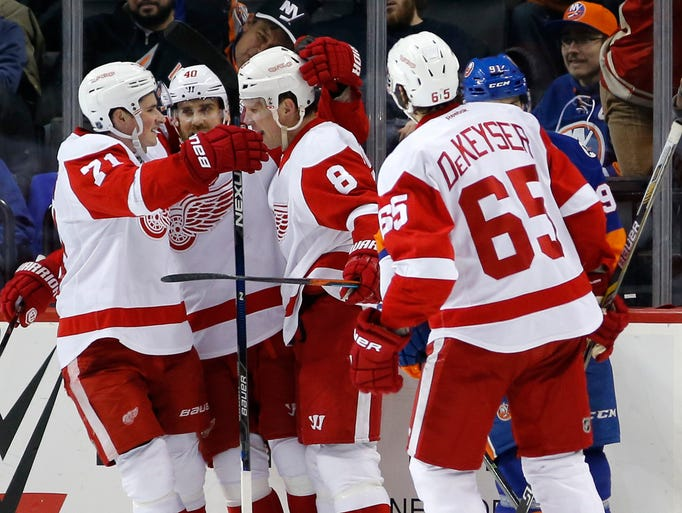 Detroit Red Wings center Dylan Larkin (71) and Red