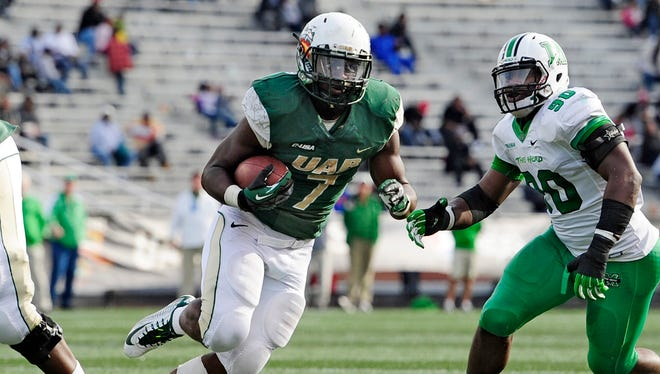 UAB transfer Jordan Howard figures to help fill the shoes of Tevin Coleman.