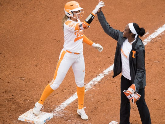 Tennessee's Amanda Ayala and volunteer assistant coach