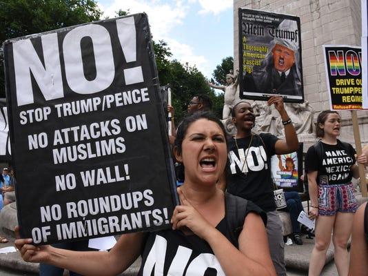 TOPSHOT-US-POLITICS-IMMIGRATION-COURT-PROTEST