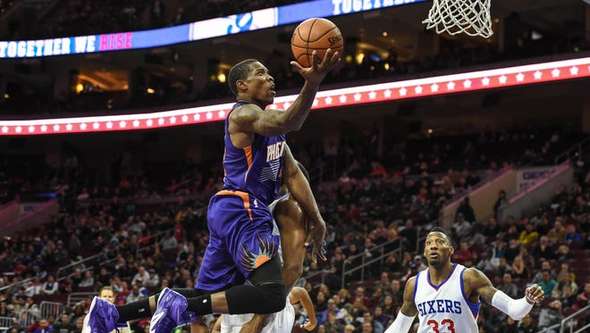 Phoenix Suns guard Eric Bledsoe (2) shoots during the second quarter of the game against the Philadelphia 76ers at the Wells Fargo Center.