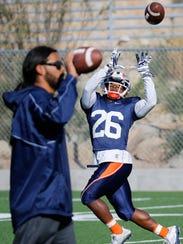 UTEP freshman wide receiver Walter Dawn (26) catches