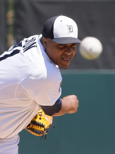 Detroit Tigers pitcher Alfredo Simon throws warm-up