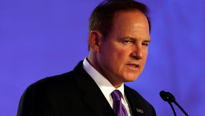 Les Miles is planning to build a new house in Baton Rouge, unless he gets another head coaching job.
