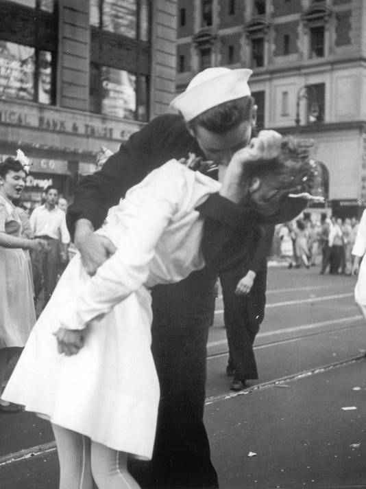 WWII, Sailor, Nurse, Kiss