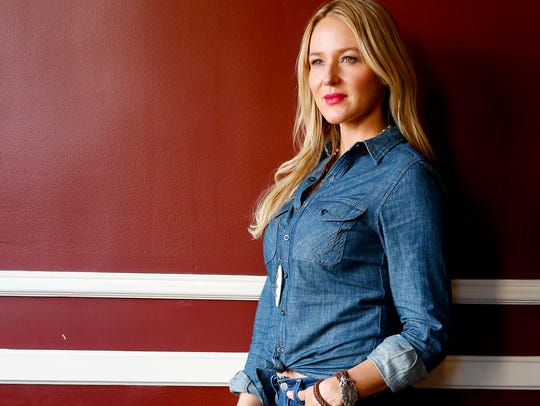 Jewel will bring her Picking up the Pieces tour to